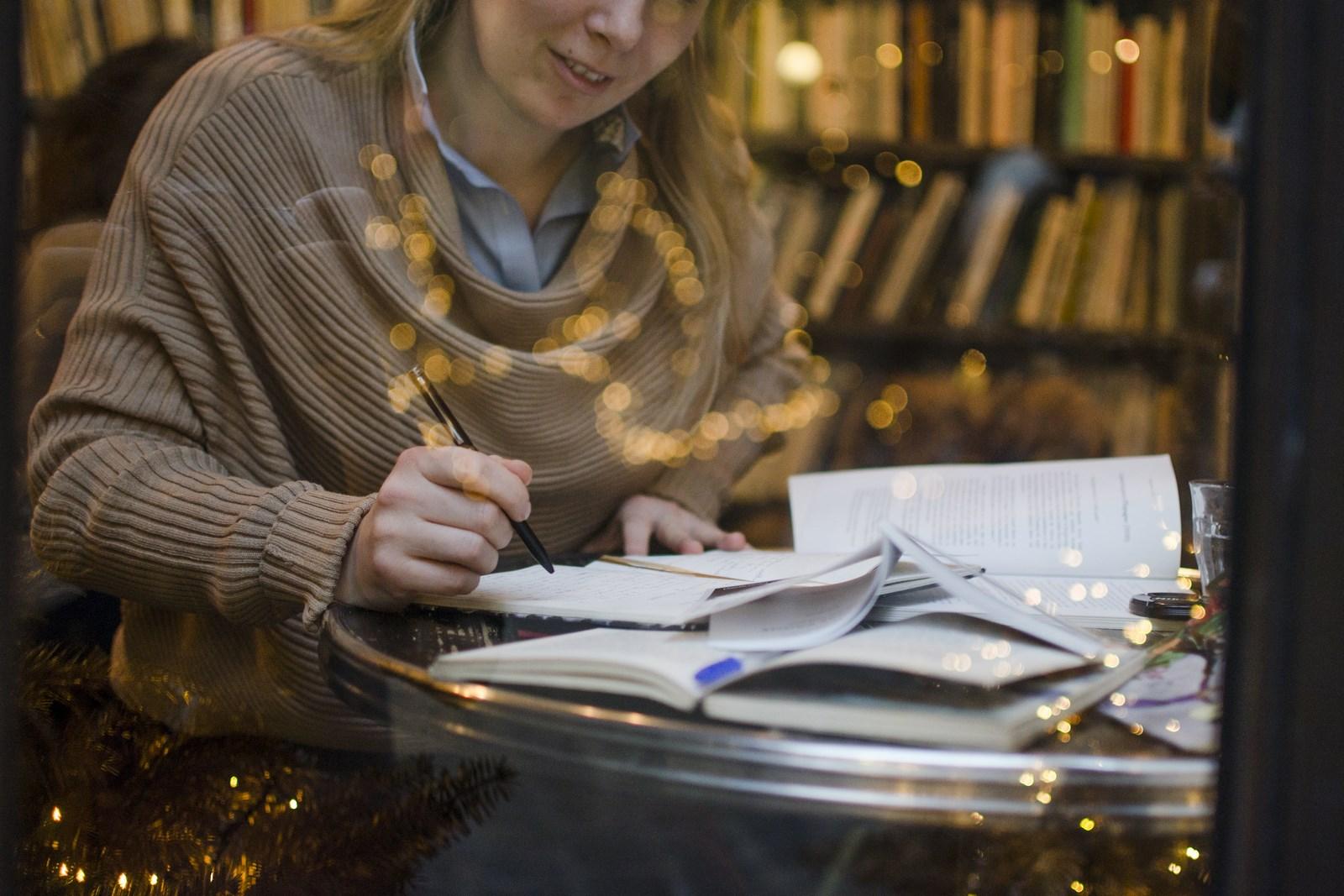 Как научиться писать рецензия писателя на ваш текст | Вдохновить на роман