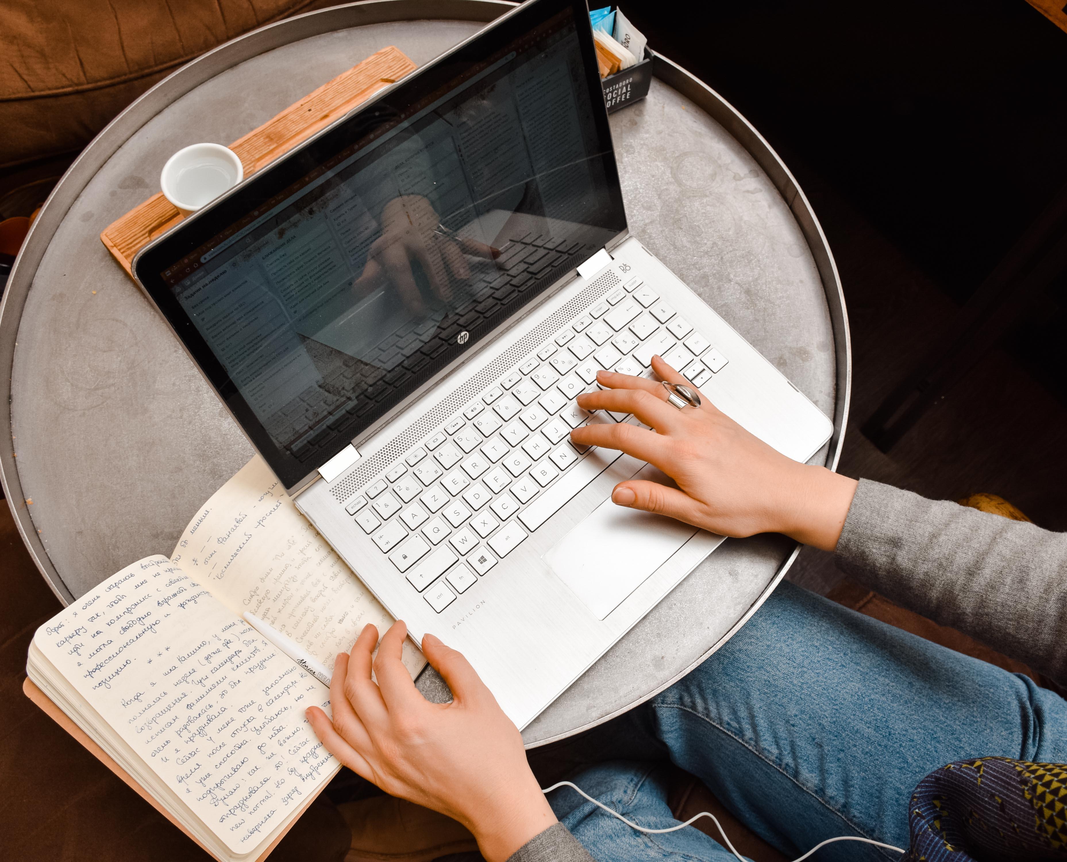Помогать себе писать интервью Виталины Скворцовой-Охрицкой Екатерине Оаро | Вдохновить на роман